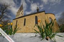 Kirche von Langeneicke nach österlichem Neuschnee