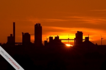 Sonnenaufgang über Geseker Zementwerken