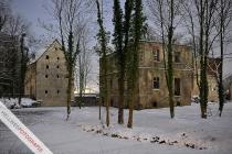 Störmeder Schloss nach ersten Forstarbeiten vor dem Umbau in einer Vollmondnacht