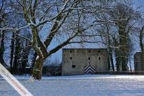 Torhaus des Störmeder Schlosses in einer Vollmondnacht
