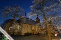 Der WDR leuchtet Störmeder Kirche aus (Weihnachtlichstes Dorf NRW)