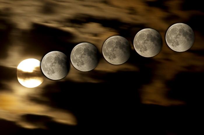 Die Bildcombo zeigt die letzte halbe Stunde der totalen Mondfinsternis vom 15.06.2011 im Kreis Soest (Geseke). Dabei wurden Einzelaufnahmen von 23:45 bis 0:12 Uhr montiert. Das war der Zeitraum, in dem das Naturereignis in Geseke erst sichtbar wurde. Zuvor bedeckten Wolken das tief am Horizont stattfindende Schauspiel.