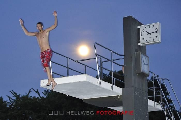 Moonlight-Swimming im Anröchter Waldfreibad