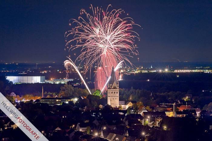 Feuerwerk beendet Schlosskirmes in Erwitte 2012