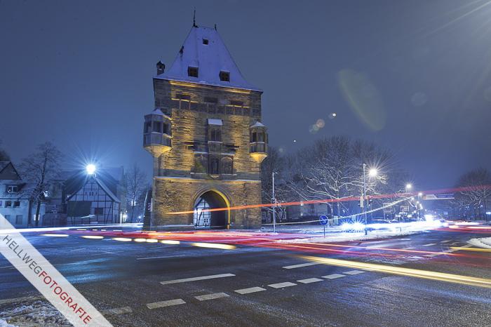 Farben in verschneiter Winternacht
